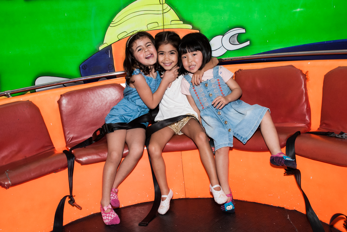 brincadeira no labamba no Buffet Fábrica da Alegria, Morumbi, São Paulo, aniversário de Isabela 6 anos, tema da festa Elena de Avalor