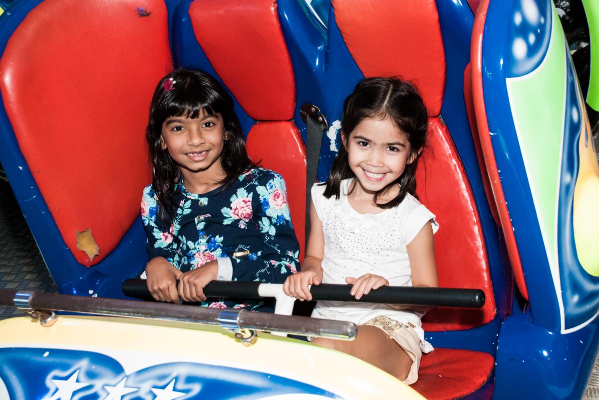 amigas curtem o jornada nas estrelas no Buffet Fábrica da Alegria, Morumbi, São Paulo, aniversário de Isabela 6 anos, tema da festa Elena de Avalor