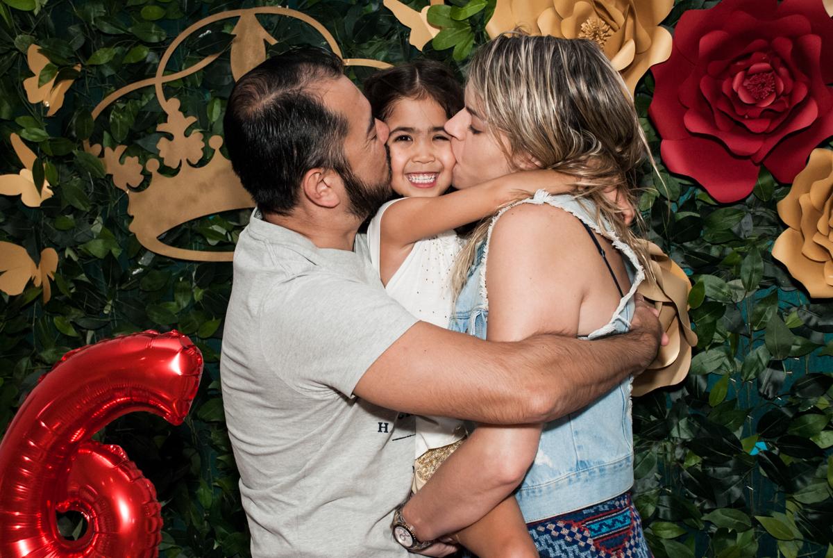 beijo sanduiche no Buffet Fábrica da Alegria, Morumbi, São Paulo, aniversário de Isabela 6 anos, tema da festa Elena de Avalor