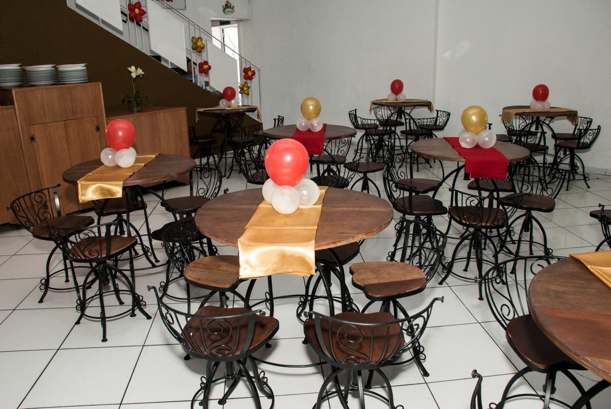 mesas decoradas com balão no Buffet Fábrica da Alegria, Morumbi, São Paulo, aniversário de Isabela 6 anos, tema da festa Elena de Avalor