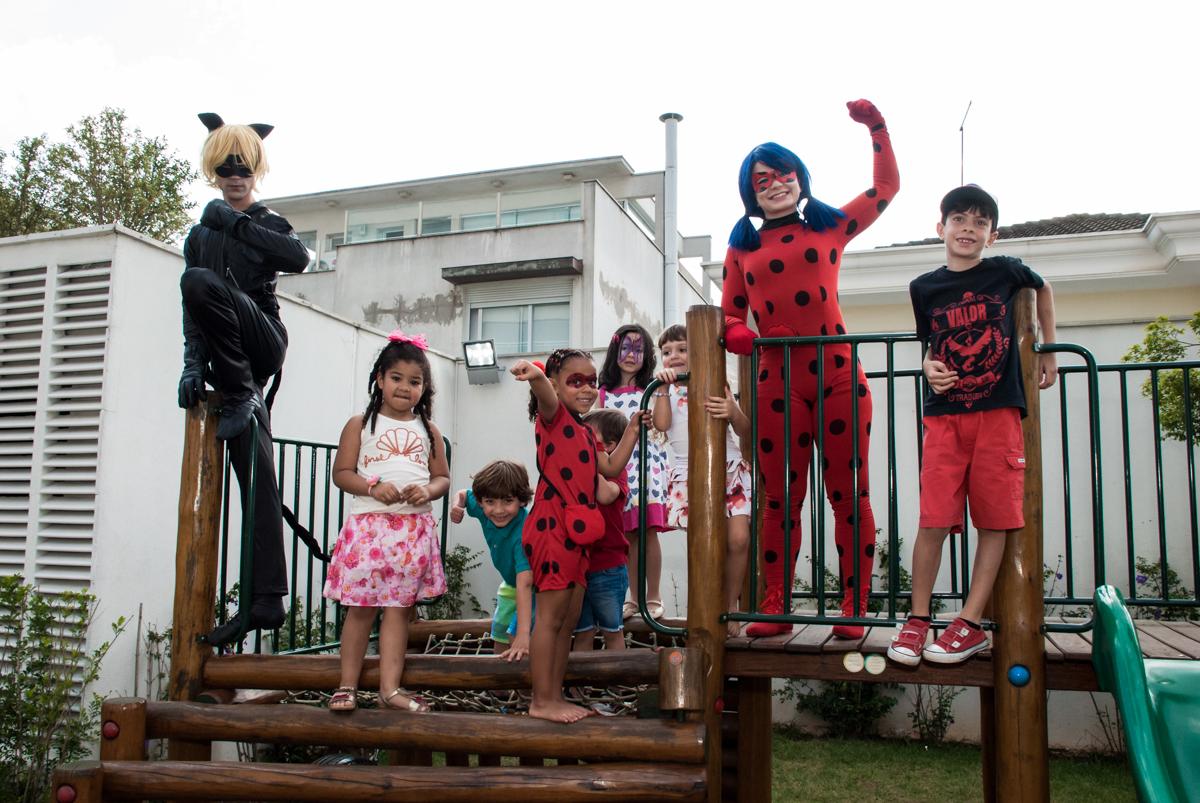play graund divertido no Condominio Vila São Francisco aniversário de Letícia 5 anos, tema da festa miraculos