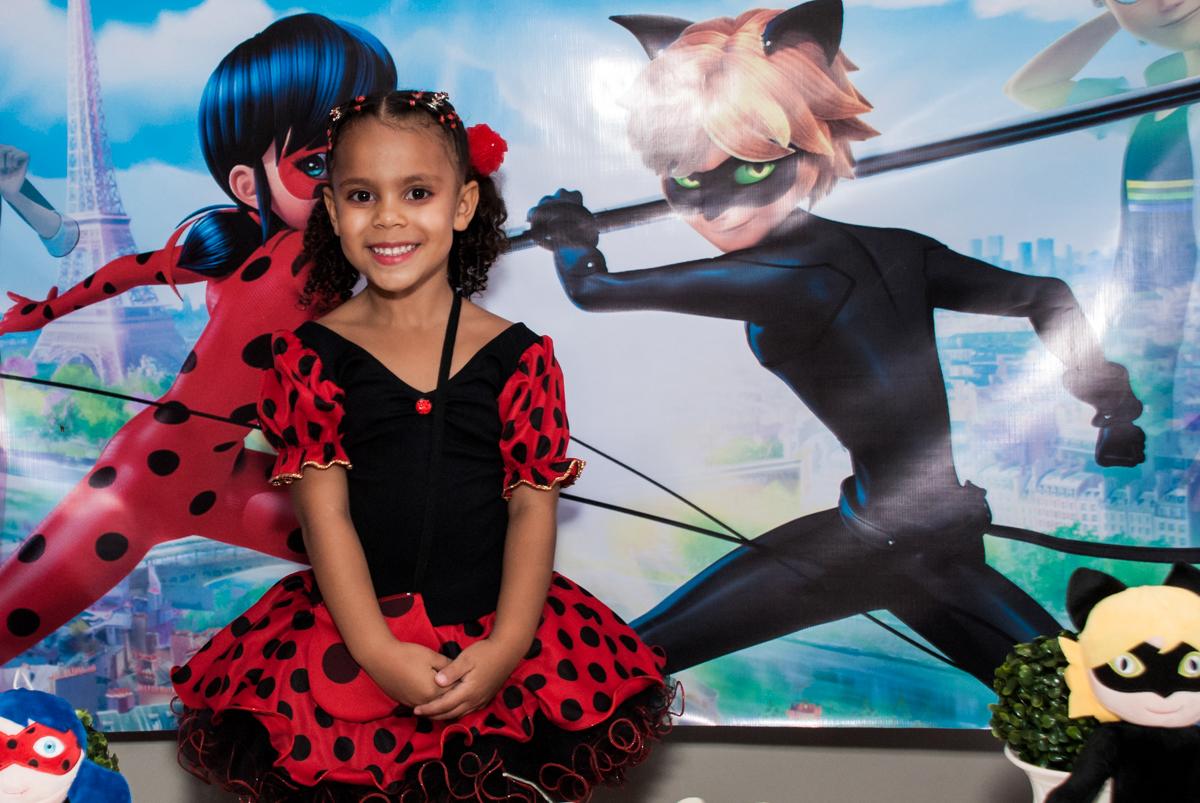feliz no seu aniversário no Condominio Vila São Francisco aniversário de Letícia 5 anos, tema da festa miraculos