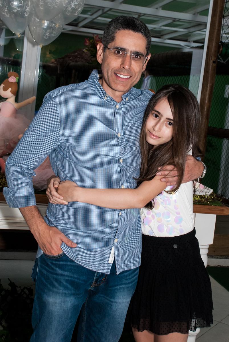 foto da irmã com o pai no Buffet Espaço Viva, Alto de Pinheiros, São Paulo, aniversário de Marina6 anos, tema da festa Bailarina