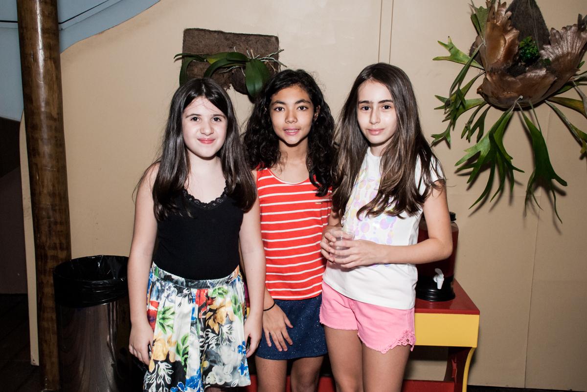 recebendo as amigas para a festa no Buffet Espaço Viva, Alto de Pinheiros, São Paulo, aniversário de Marina6 anos, tema da festa Bailarina
