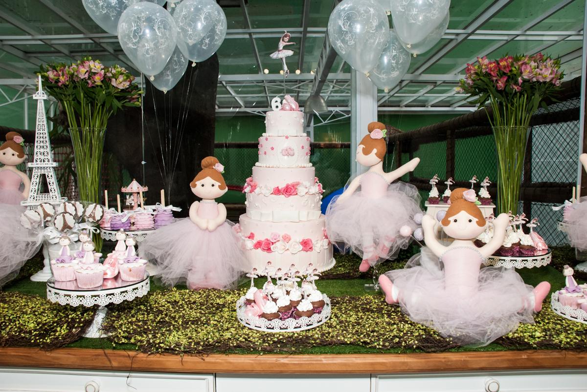 detalhes da mesa temática no Buffet Espaço Viva, Alto de Pinheiros, São Paulo, aniversário de Marina6 anos, tema da festa Bailarina