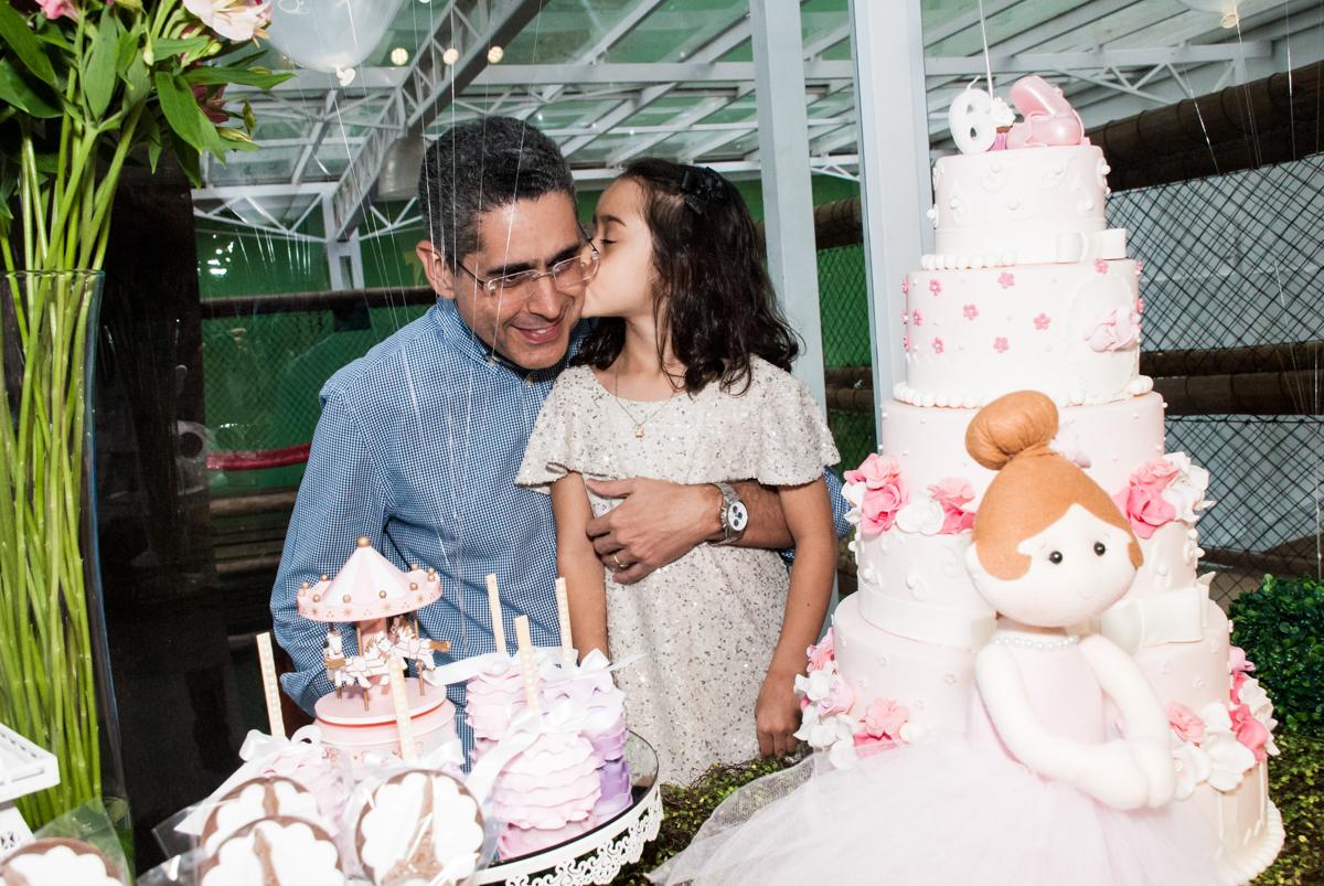 foto pai e filha no Buffet Espaço Viva, Alto de Pinheiros, São Paulo, aniversário de Marina6 anos, tema da festa Bailarina