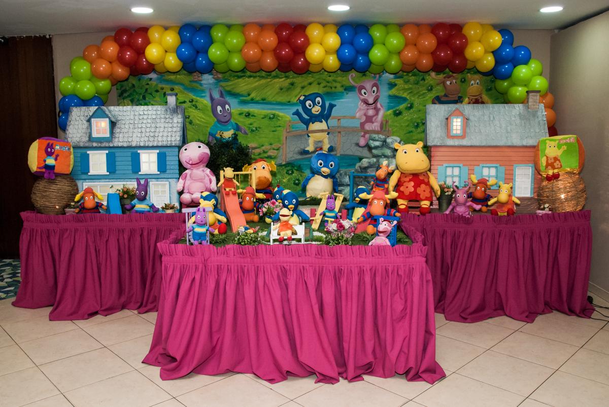 mesa temática no Buffet Viva Vida, Butantã, São Paulo, aniversário de Julia Yumi, tema da festa Backardigans