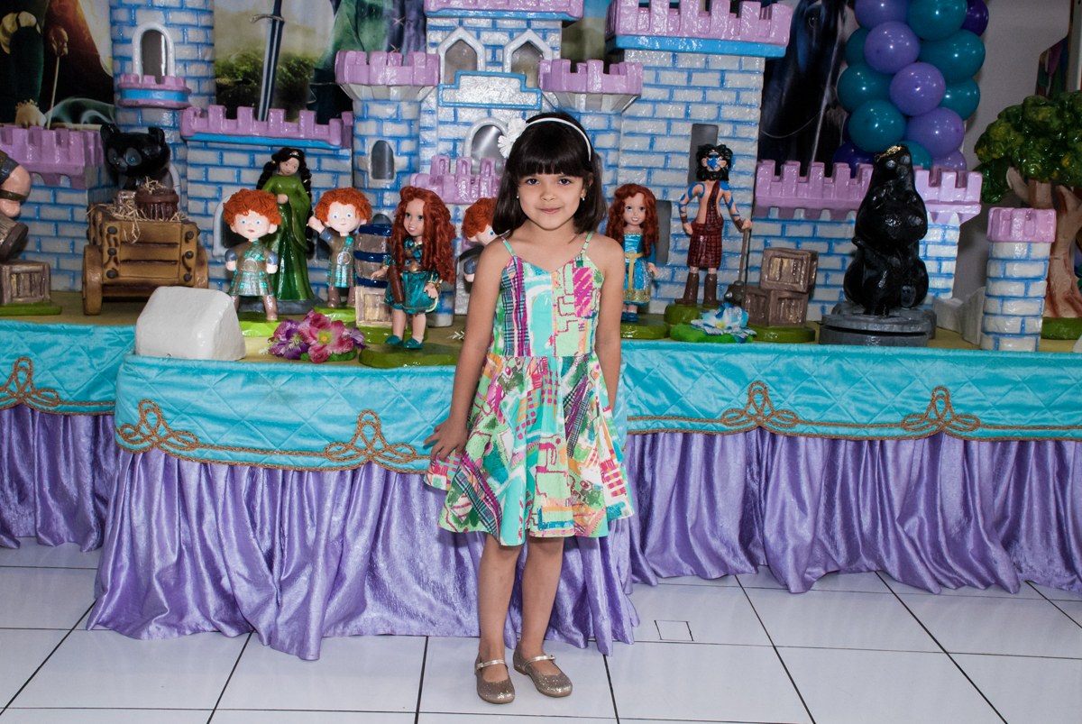 mais pose para as fotos no Buffet Magic Joy, Saúde, São Paulo, aniversário de Beatriz e Marina, tema da festa Valente