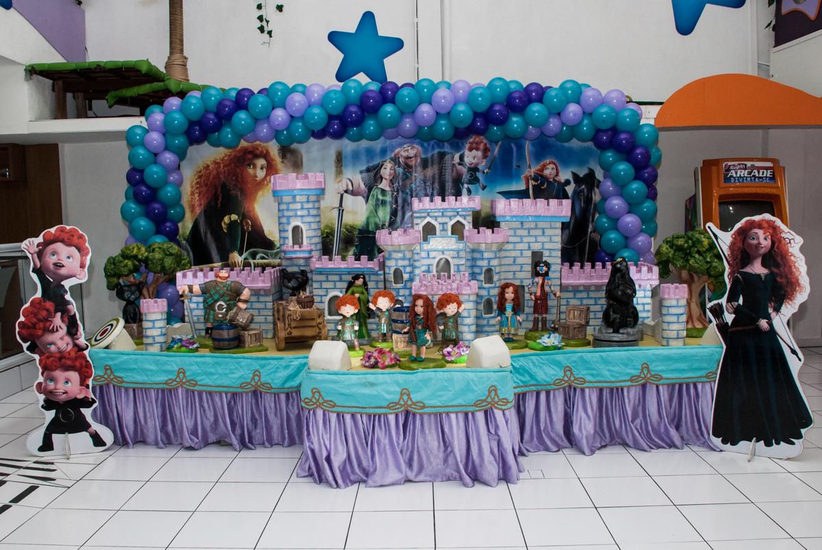 mesa temática no Buffet Magic Joy, Saúde, São Paulo, aniversário de Beatriz e Marina, tema da festa Valente