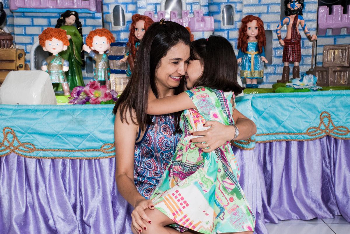 abraço gostoso no Buffet Magic Joy, Saúde, São Paulo, aniversário de Beatriz e Marina, tema da festa Valente