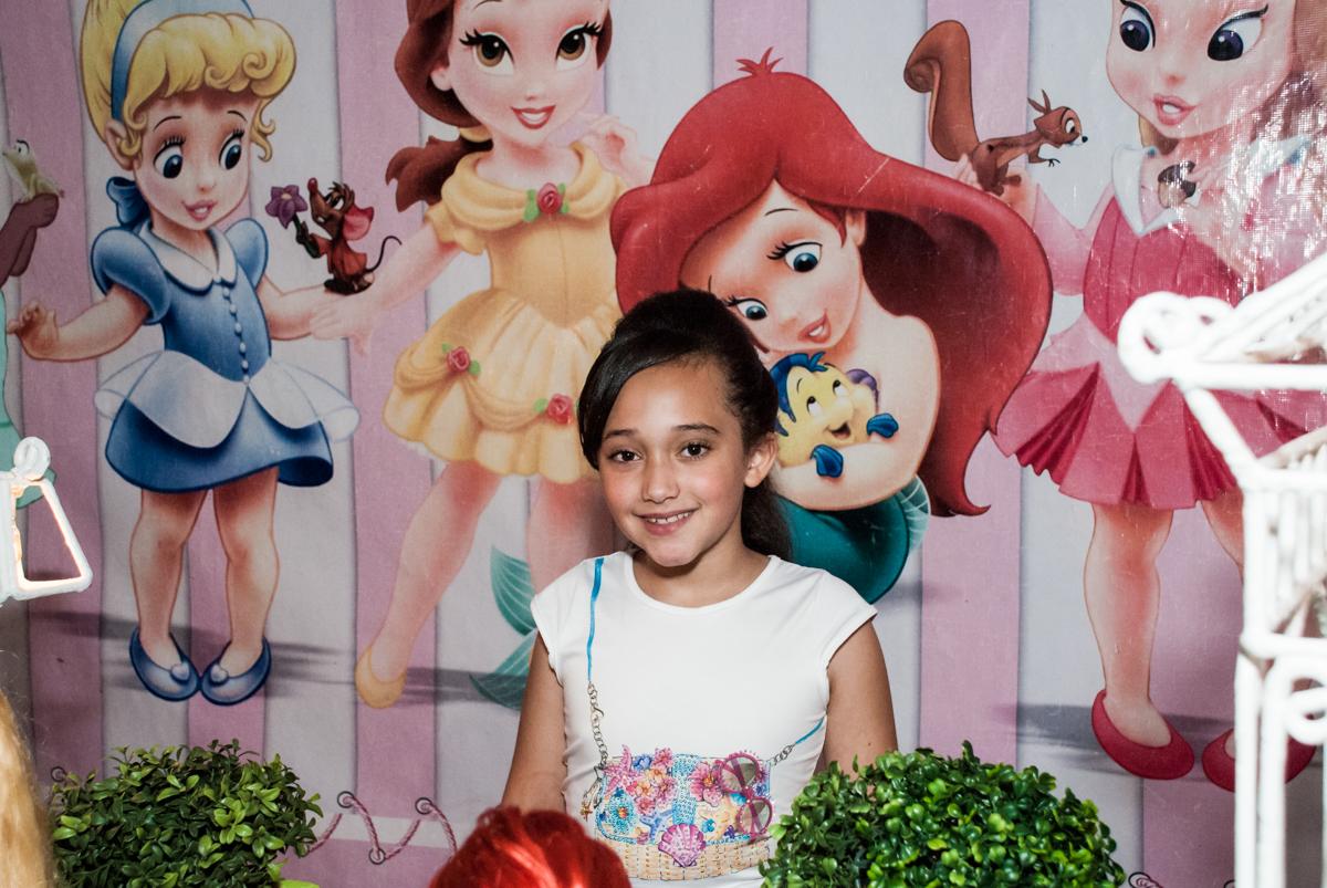 A irmã é fotografada no Buffet Fábrica da Alegria, Osasco, São Paulo, aniversário de Heloise 3 anos, tema da festa princesas baby