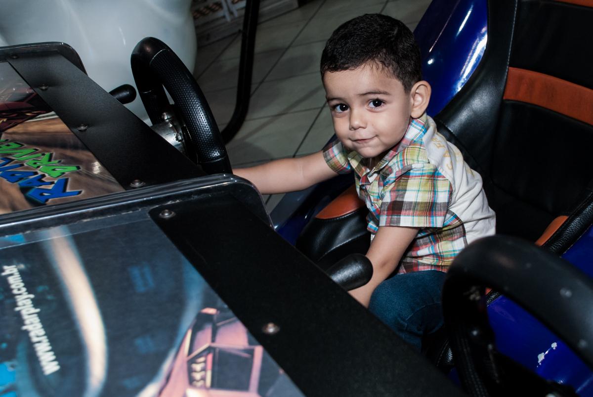 jogo de games no Buffet Fábrica da Alegria, Osasco, São Paulo, aniversário de Heloise 3 anos, tema da festa princesas baby