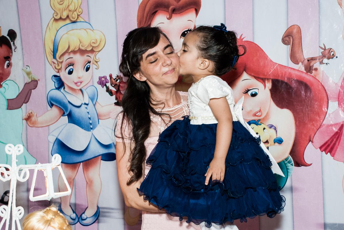 beijinho na mamãe no Buffet Fábrica da Alegria, Osasco, São Paulo, aniversário de Heloise 3 anos, tema da festa princesas baby