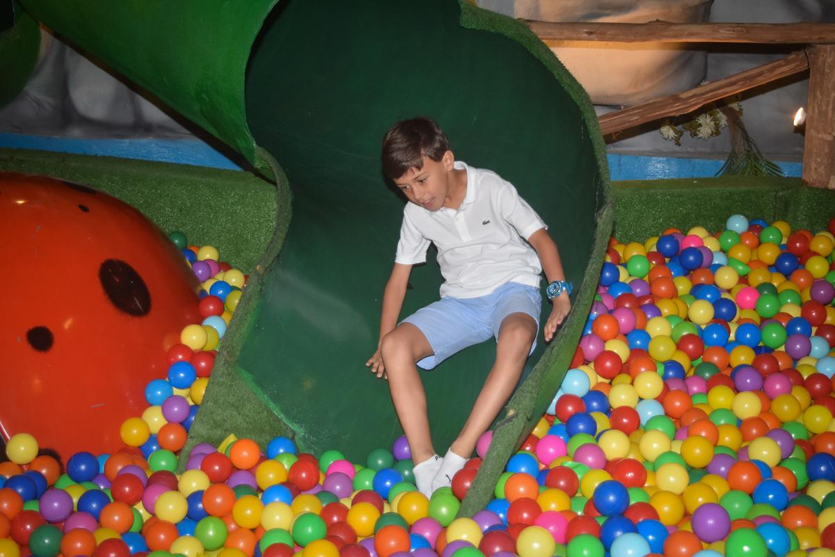 escorregador divertido no Buffet Cumbaya, Tatuapé, São Paulo, aniversário de Gabriela 3 anos tema da festa fadas