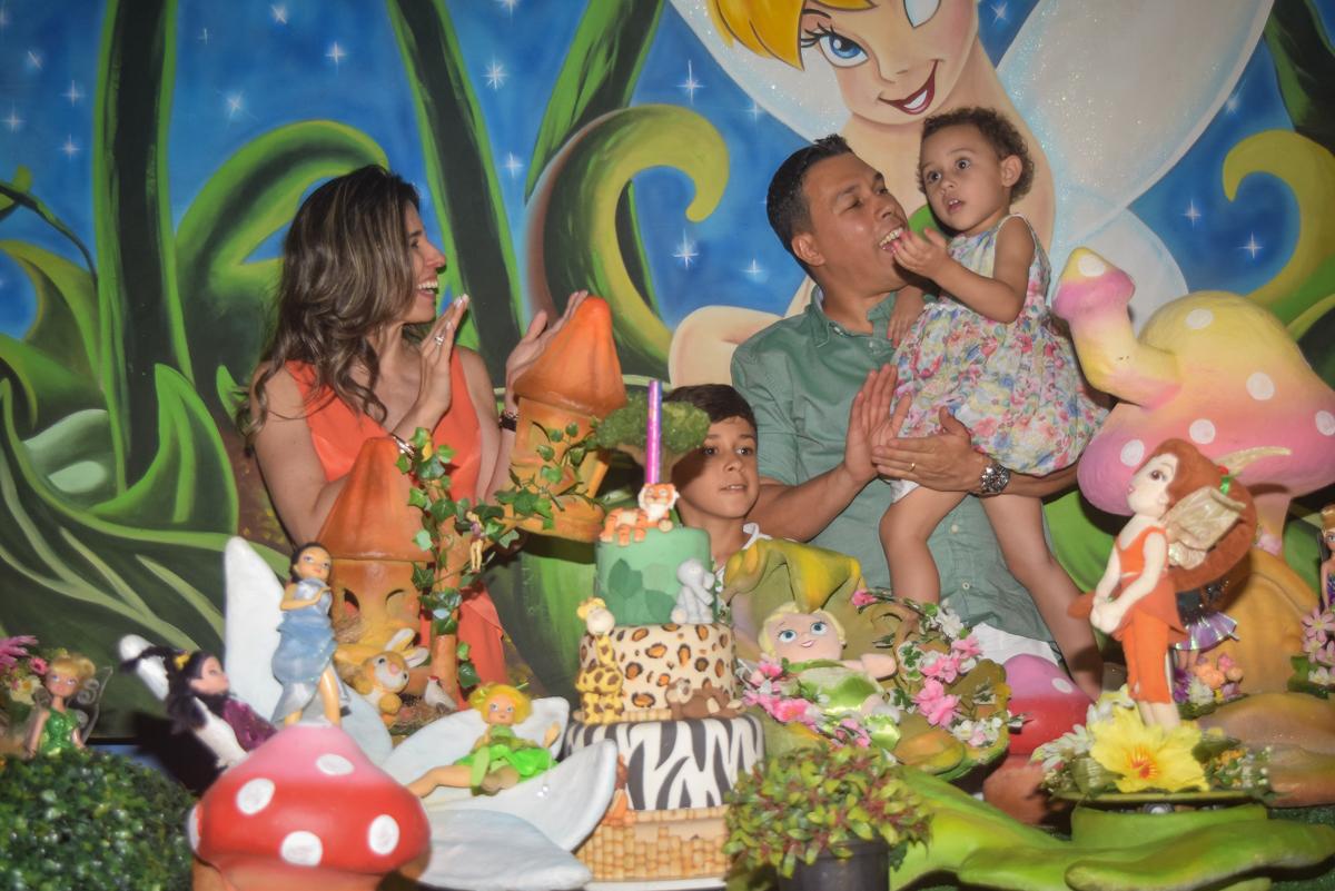 muita animação no parabéns no Buffet Cumbaya, Tatuapé, São Paulo, aniversário de Gabriela 3 anos tema da festa fadas