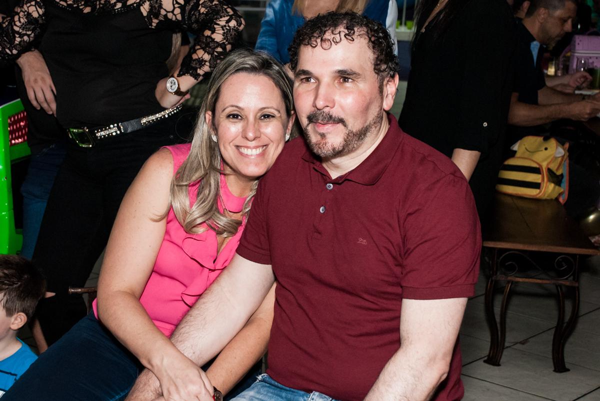 os pais felizes na festa no Buffet Fábrica da Alegria aniversário de Sophia 4 anos tema da festa Princesas