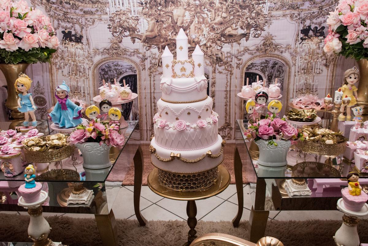 bolo decorado no Buffet Fábrica da Alegria aniversário de Sophia 4 anos tema da festa Princesas
