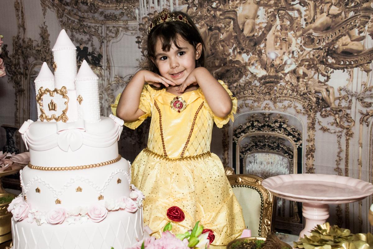 pose de princesa no Buffet Fábrica da Alegria aniversário de Sophia 4 anos tema da festa Princesas