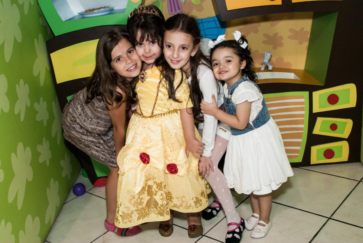 final da festa no Buffet Fábrica da Alegria aniversário de Sophia 4 anos tema da festa Princesas
