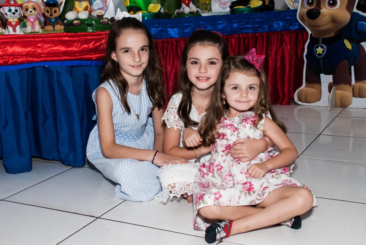 irmãs unidas no Buffet Fábrica da Alegria Morumbi, São Paulo, aniversário de Isabela 4 anos, tema da festa Patrulha Canina