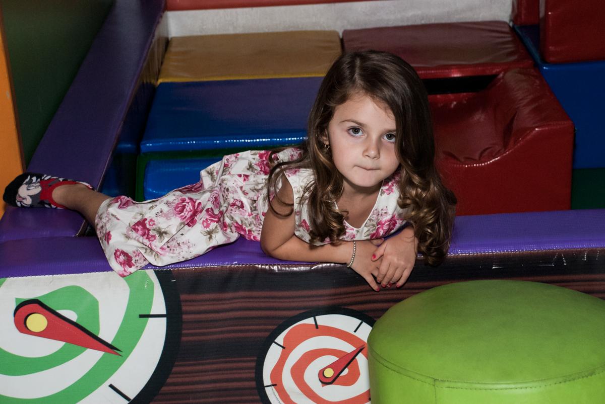 brincadeiras divertida na área baby no Buffet Fábrica da Alegria Morumbi, São Paulo, aniversário de Isabela 4 anos, tema da festa Patrulha Canina