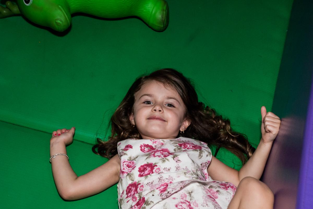 hora de relaxar no Buffet Fábrica da Alegria Morumbi, São Paulo, aniversário de Isabela 4 anos, tema da festa Patrulha Canina