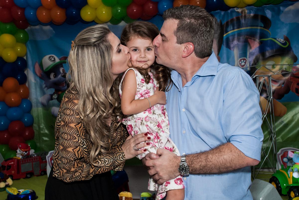 beijo sanduiche no Buffet Fábrica da Alegria Morumbi, São Paulo, aniversário de Isabela 4 anos, tema da festa Patrulha Canina