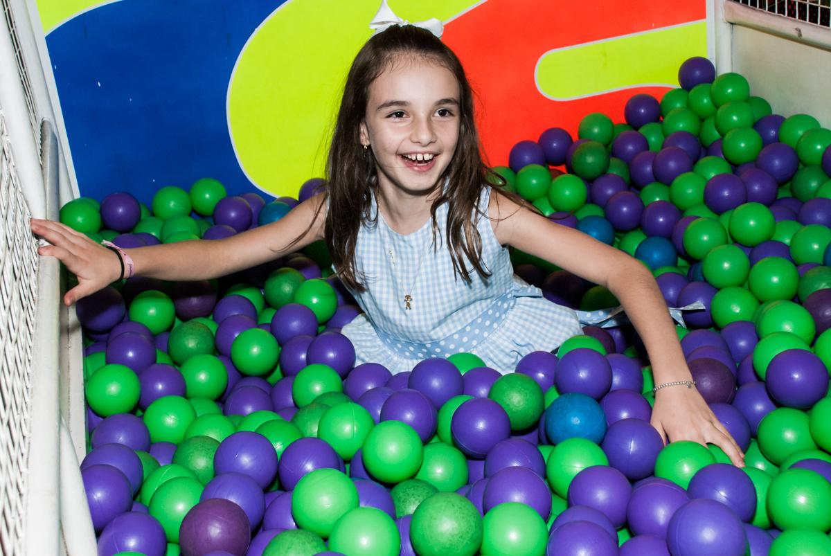 piscina de bolinhas divertida no Buffet Fábrica da Alegria Morumbi, São Paulo, aniversário de Isabela 4 anos, tema da festa Patrulha Canina