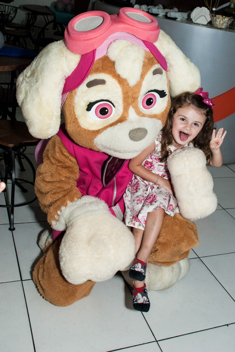 brincadeiras com a patrulha canina no Buffet Fábrica da Alegria Morumbi, São Paulo, aniversário de Isabela 4 anos, tema da festa Patrulha Canina