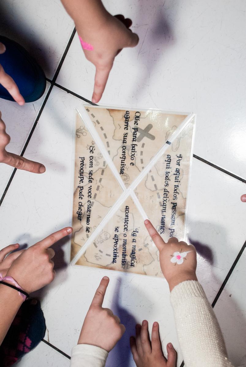mapa do tesouro no Buffet Fábrica da Alegria Morumbi, São Paulo, aniversário de Isabela 4 anos, tema da festa Patrulha Canina