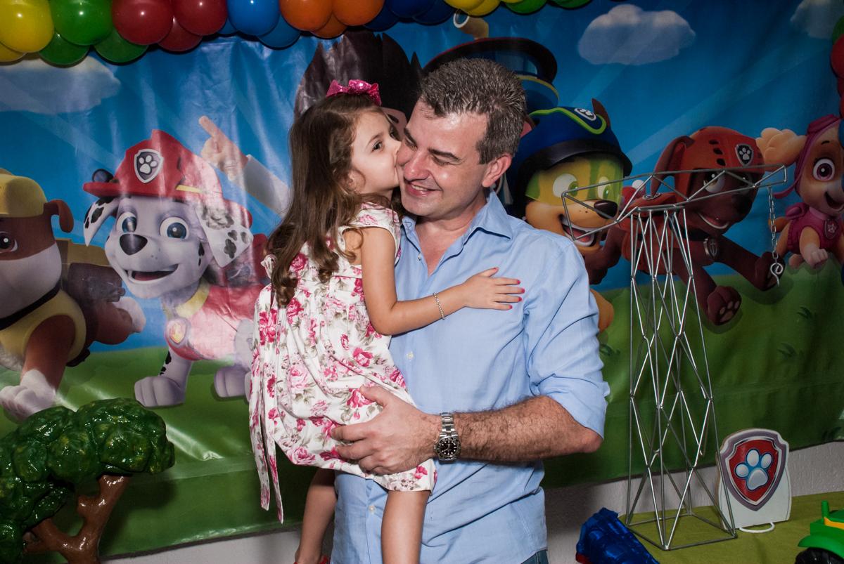 beijinho no papai no Buffet Fábrica da Alegria Morumbi, São Paulo, aniversário de Isabela 4 anos, tema da festa Patrulha Canina