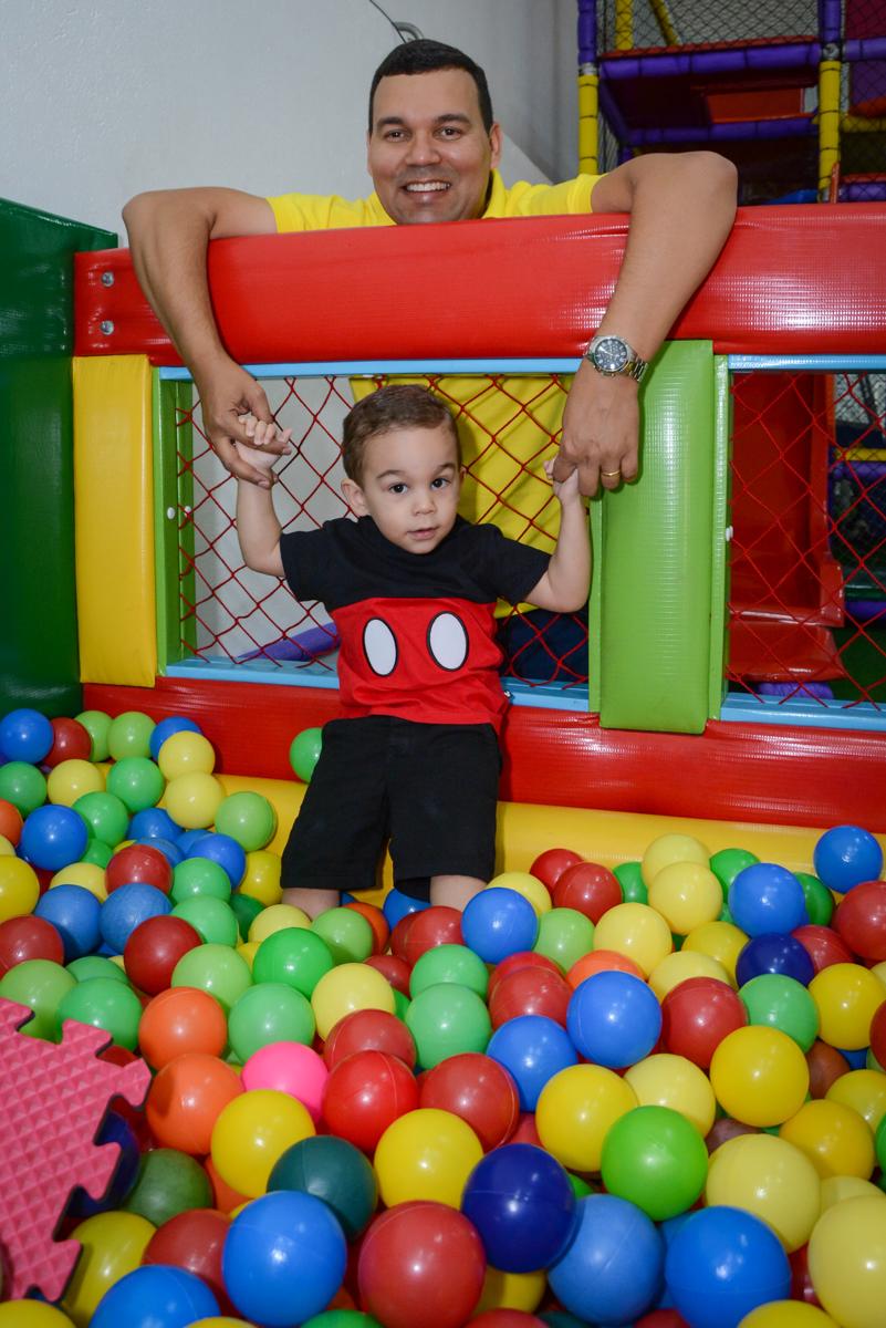 piscina de bolinhas no Buffet Espaço Play, Osasco, São Paulo, aniversário Levi 2 anos, tema da festa Mickey