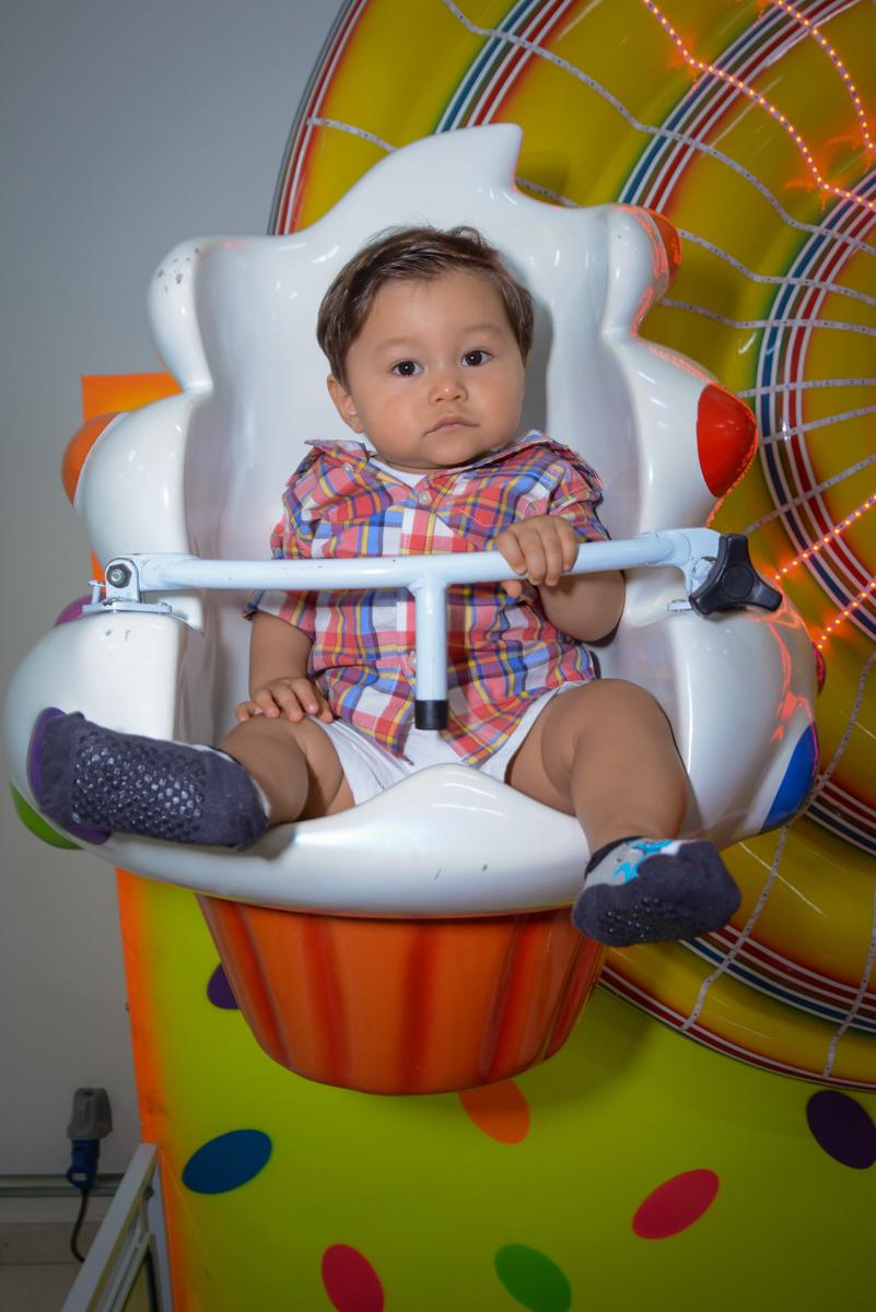 carrossel divertido no Buffet Espaço Play, Osasco, São Paulo, aniversário Levi 2 anos, tema da festa Mickey