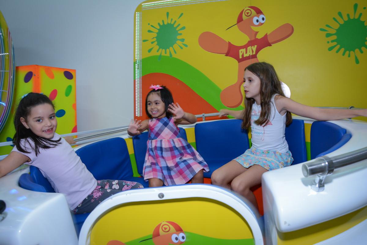 os convidados se divertem nolabamba no Buffet Espaço Play, Osasco, São Paulo, aniversário Levi 2 anos, tema da festa Mickey