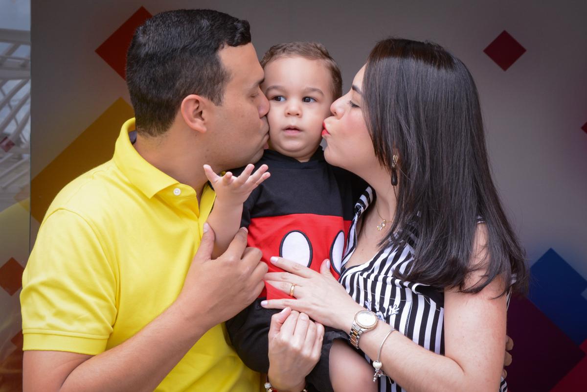 beijo sanduiche no Buffet Espaço Play, Osasco, São Paulo, aniversário Levi 2 anos, tema da festa Mickey