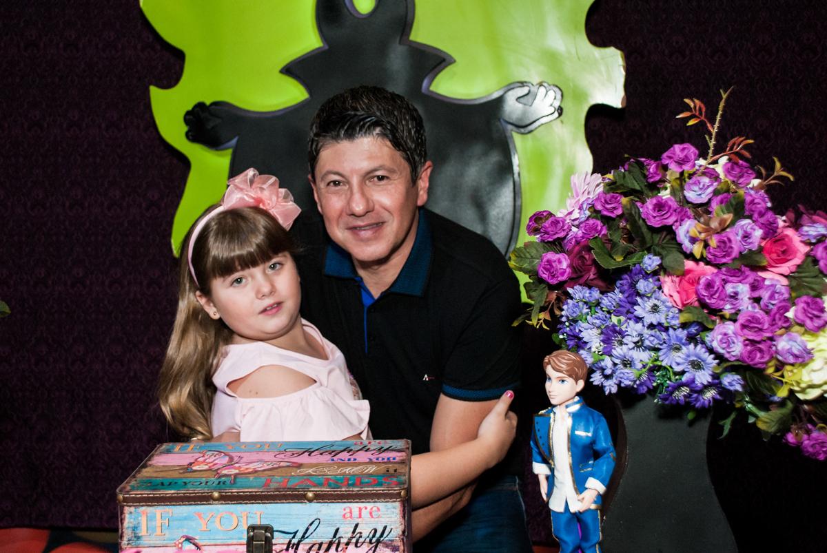 foto com o papai no Buffet Casa X, Vila Leopoldina, aniversário de Sophia 7 anos, tema da festa Descendentes