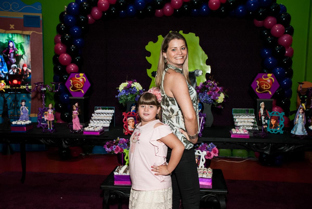 mãe e filha são modelos no Buffet Casa X, Vila Leopoldina, aniversário de Sophia 7 anos, tema da festa Descendentes