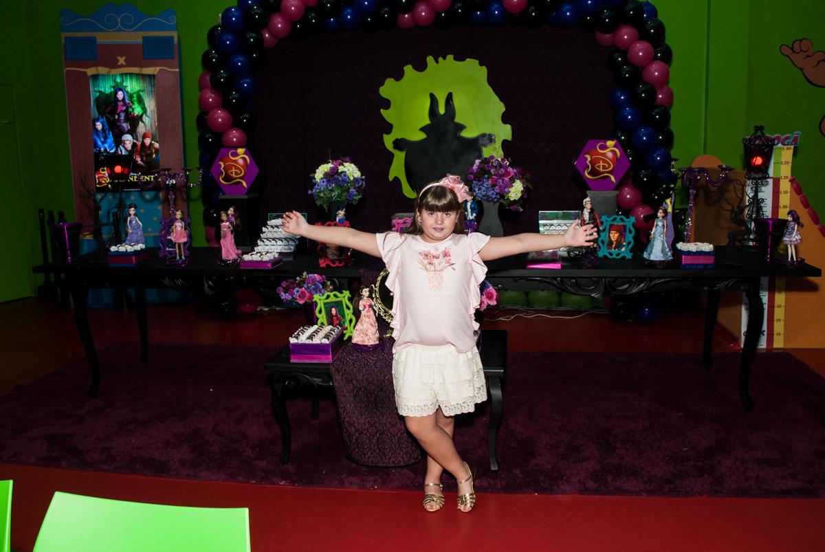 feliz em sua festa no Buffet Casa X, Vila Leopoldina, aniversário de Sophia 7 anos, tema da festa Descendentes