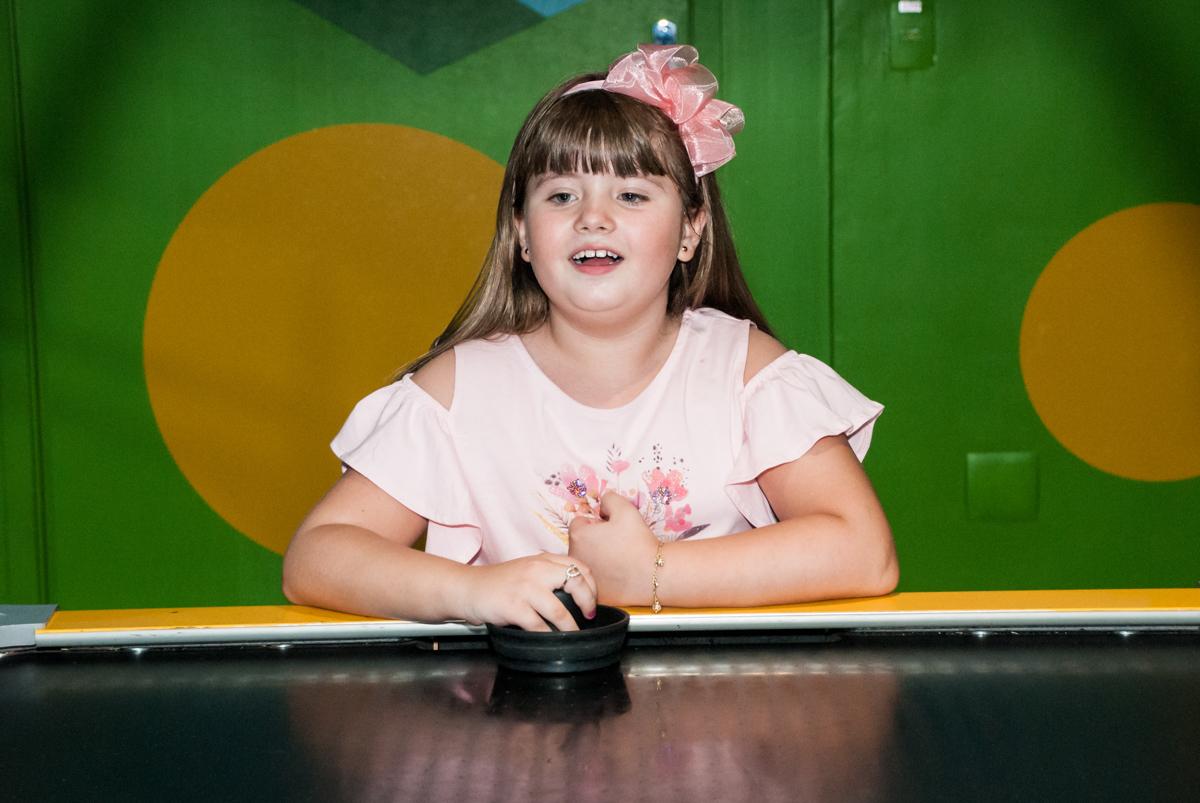 jogando futebol de mesa no Buffet Casa X, Vila Leopoldina, aniversário de Sophia 7 anos, tema da festa Descendentes