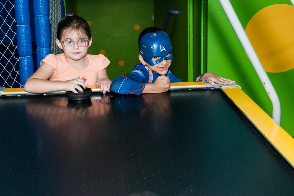 adversário do jogo de futebol no Buffet Casa X, Vila Leopoldina, aniversário de Sophia 7 anos, tema da festa Descendentes