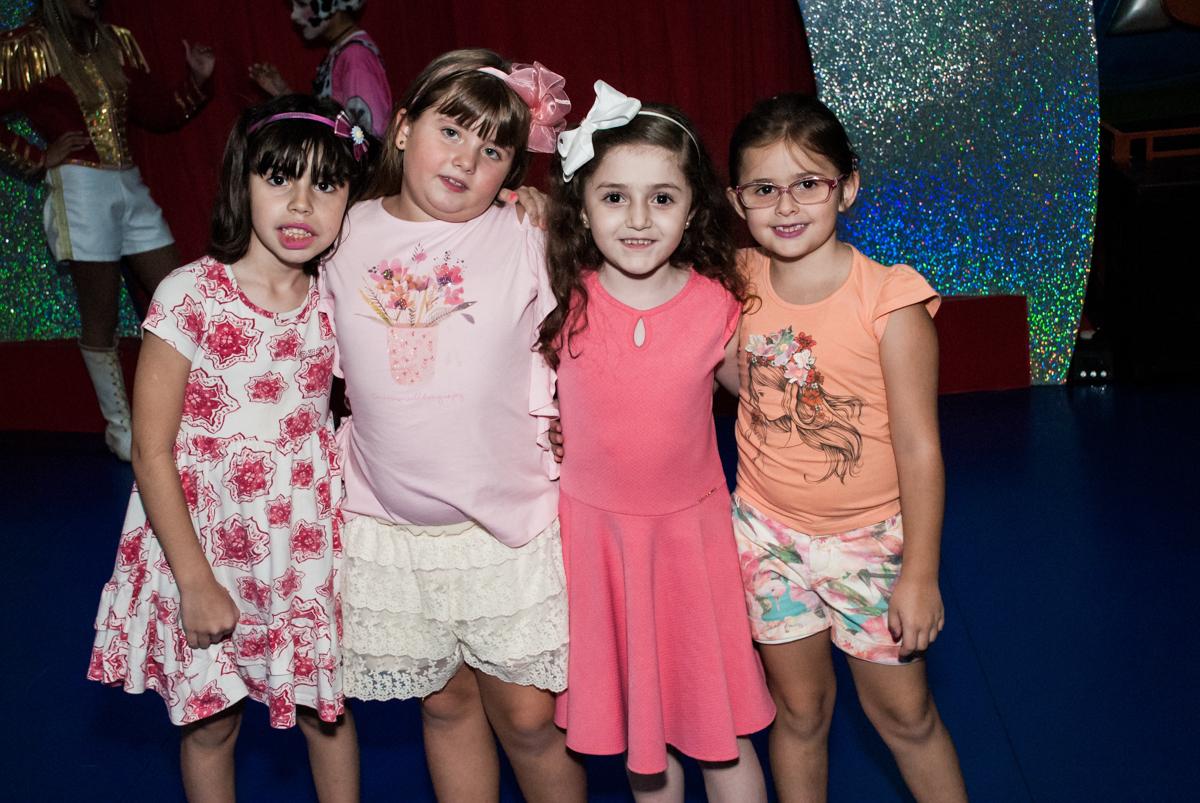 posando para a foto no Buffet Casa X, Vila Leopoldina, aniversário de Sophia 7 anos, tema da festa Descendentes