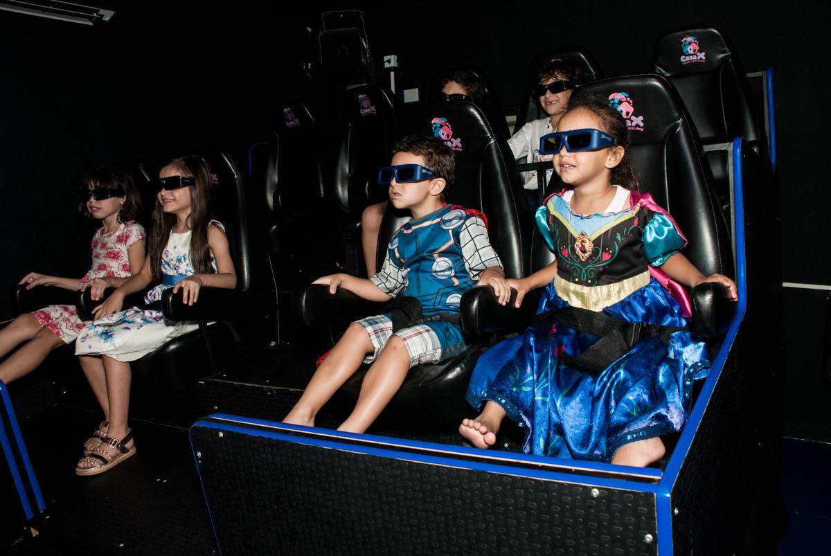cinema 3 D divertido no Buffet Casa X, Vila Leopoldina, aniversário de Sophia 7 anos, tema da festa Descendentes