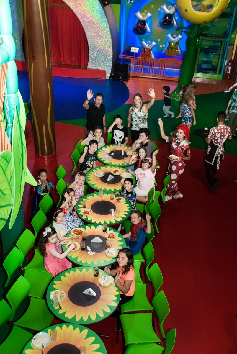 mesa posta para o almoço no Buffet Casa X, Vila Leopoldina, aniversário de Sophia 7 anos, tema da festa Descendentes