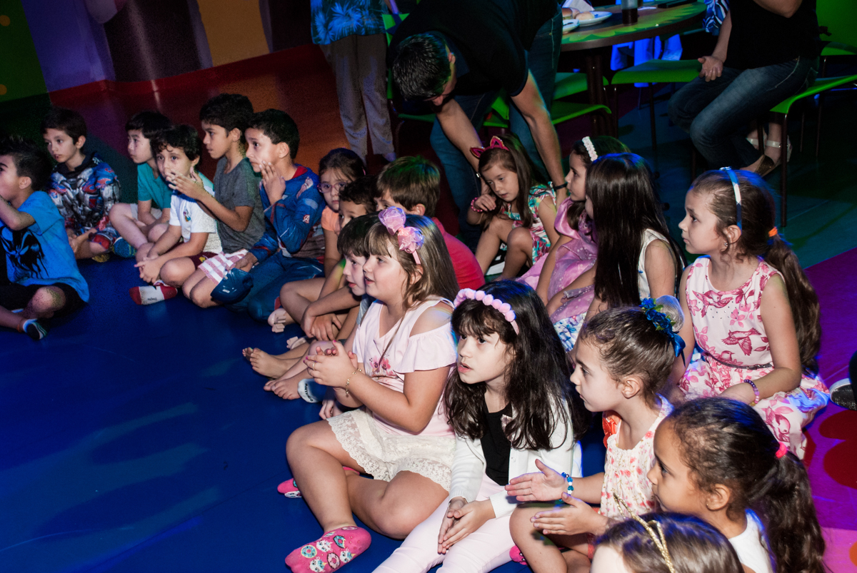 hora do show no Buffet Casa X, Vila Leopoldina, aniversário de Sophia 7 anos, tema da festa Descendentes