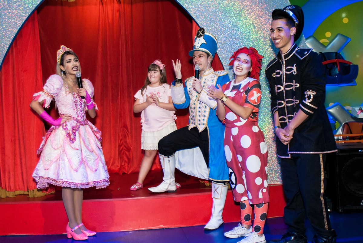 personagens do show da xuxa divertem as crianças no Buffet Casa X, Vila Leopoldina, aniversário de Sophia 7 anos, tema da festa Descendentes