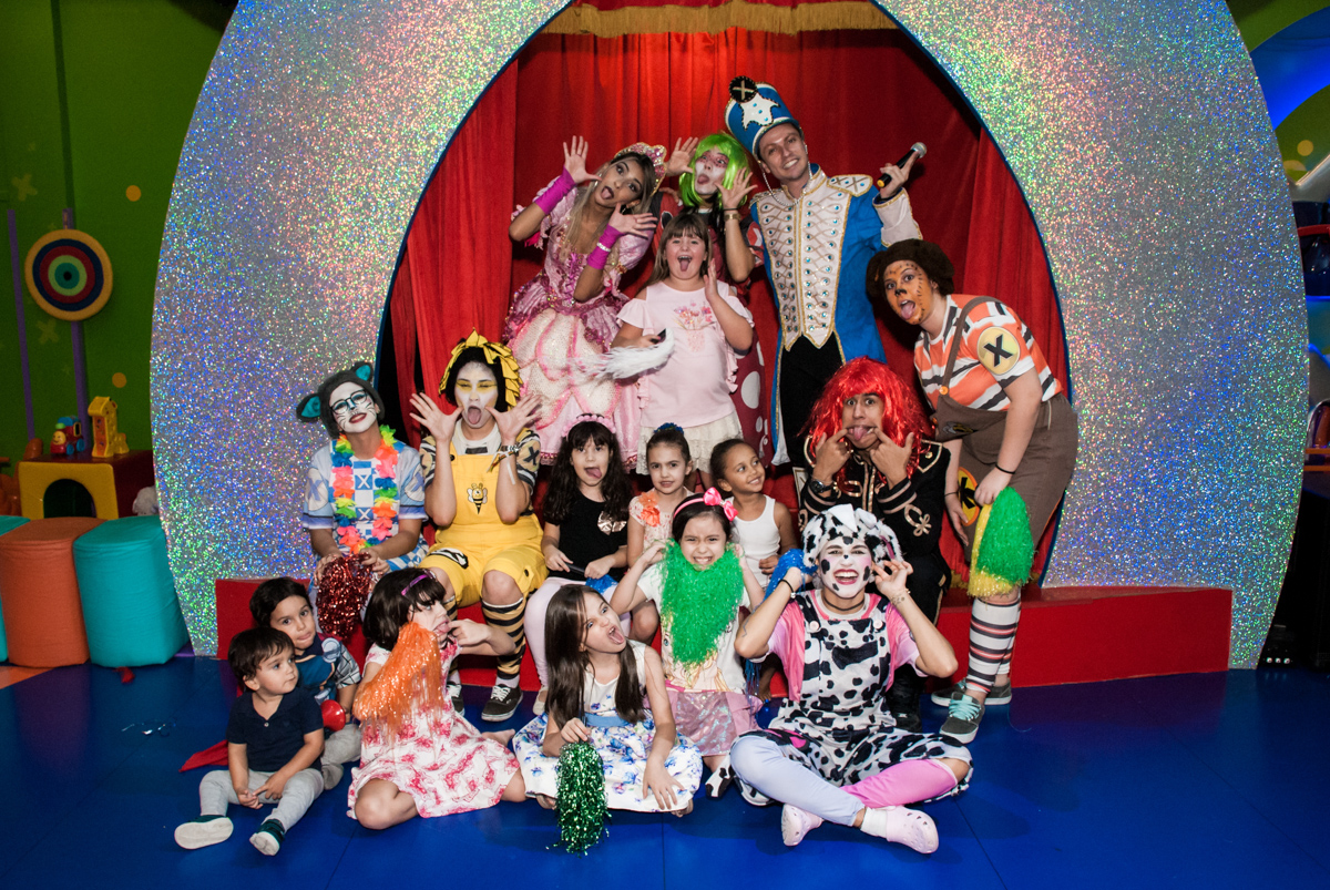 final do show da xuxa no Buffet Casa X, Vila Leopoldina, aniversário de Sophia 7 anos, tema da festa Descendentes