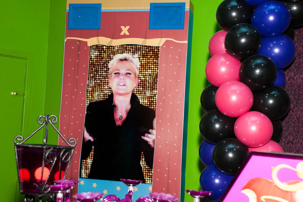 vai iniciar o parabéns no Buffet Casa X, Vila Leopoldina, aniversário de Sophia 7 anos, tema da festa Descendentes