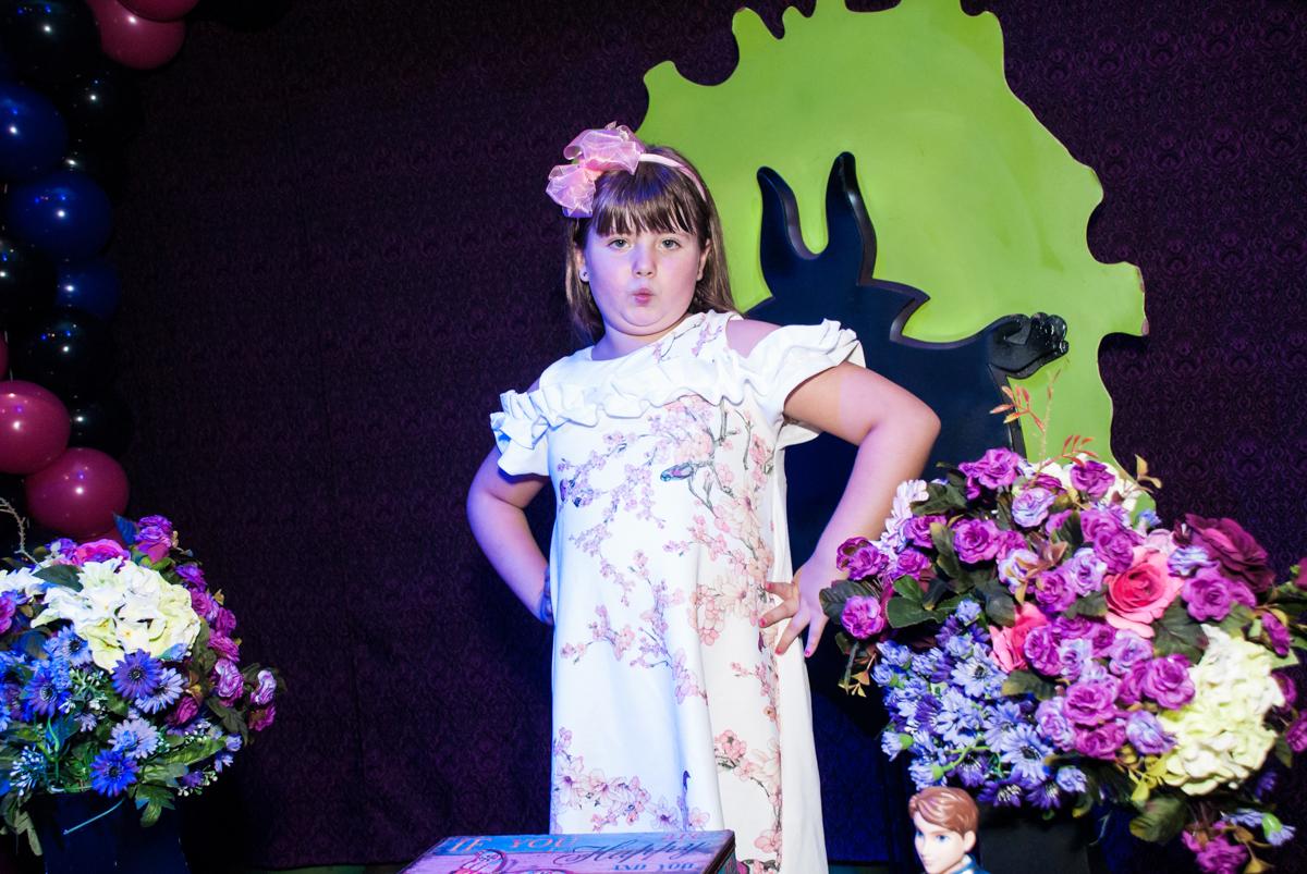 pose de foto com biquinho no Buffet Casa X, Vila Leopoldina, aniversário de Sophia 7 anos, tema da festa Descendentes