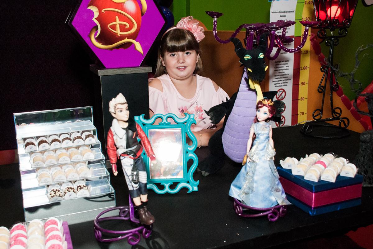 pose de princesa no Buffet Casa X, Vila Leopoldina, aniversário de Sophia 7 anos, tema da festa Descendentes