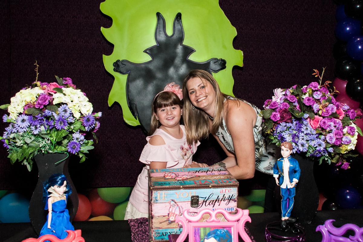 foto com a mãe no Buffet Casa X, Vila Leopoldina, aniversário de Sophia 7 anos, tema da festa Descendentes
